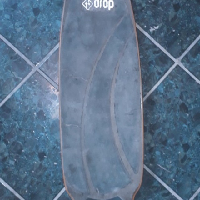 Longboard Drop com pneus Cross